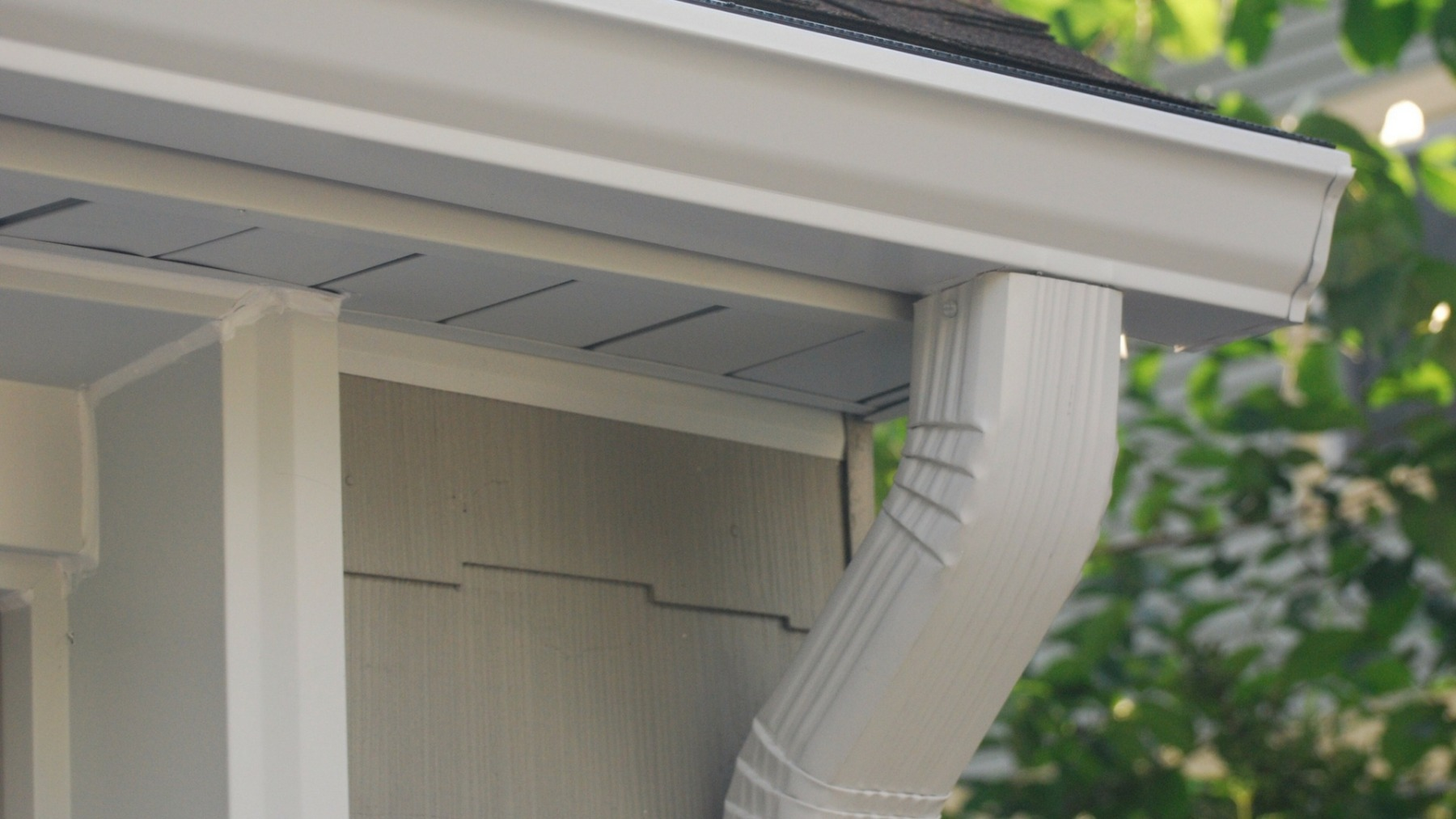 We offer many different gutter materials to choose from. The seamless Gutters ensure the strong and visually more appealing experience for our customers.
